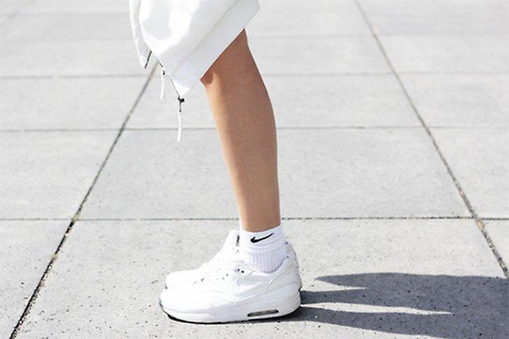 2.hanya Gunakan Kaos Kaki Putih Saat Anda Berolahraga